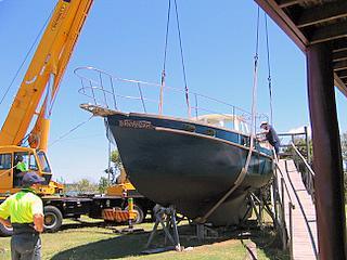 crane lifts yacht Banyandah