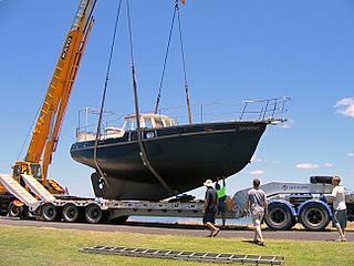 crane lifting yacht Banyandah
